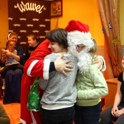 """Wawel SA wraz z Fundacją """"Wawel z Rodziną"""" obdarowują słodkimi prezentami dzieci z 432 Domów Dziecka w całej Polsce"""