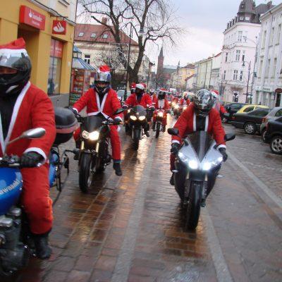 Motocyklowe sanie Świętego Mikołaja
